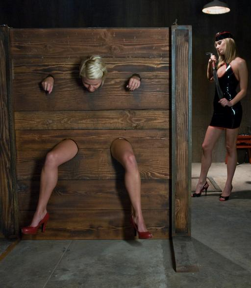 Vendetta\'s ass is about to get flogged as she\'s locked in the bondage stockade