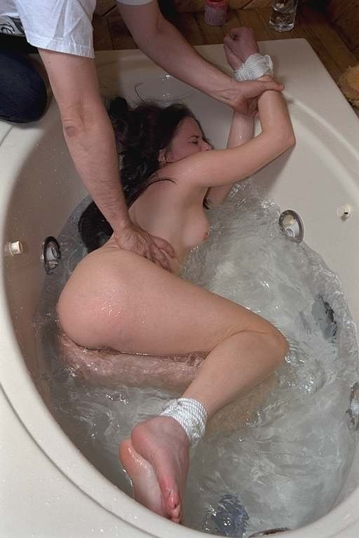 Angelique's bath in cold water and rope bondage