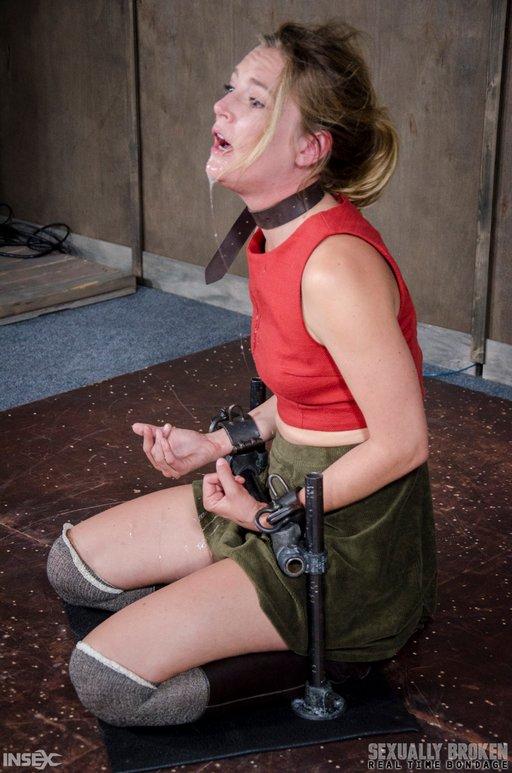 bondage blowjobs for Mona Wales