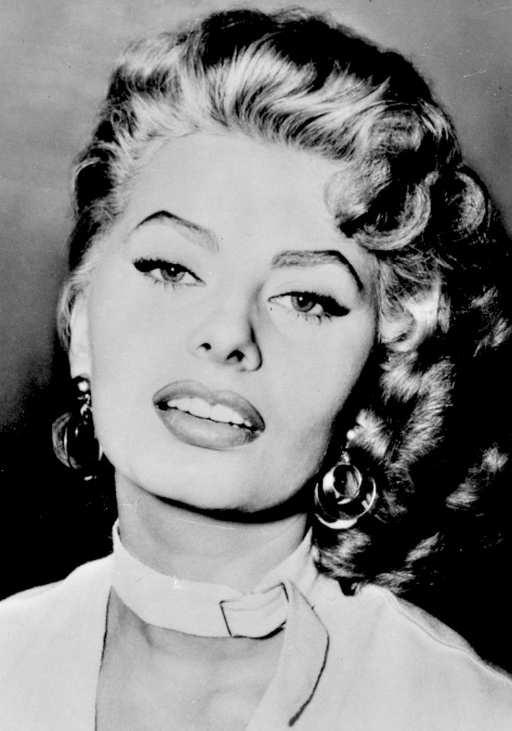 fabric choke collar worn by Sophia Loren