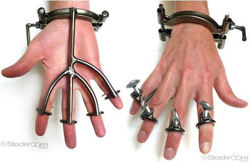 steel hand trap and finger immobilization device