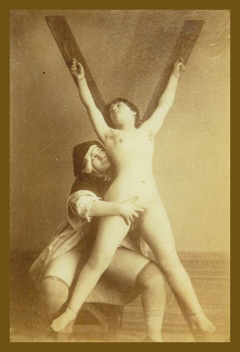 lesbian bondage and fingering